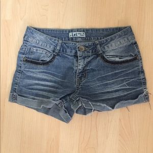 Woman Juniors Size 7 LEI Jean Shorts